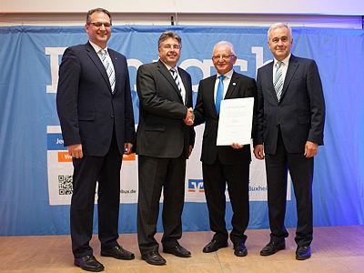 von links Vorstandsmitglied Bernhard Hackner, Regionaldirektor des GVB Anton Kandler, langjähriges Aufsichtsratsmitglied Josef Sichert und Vorstandsmitglied Peter Pollich