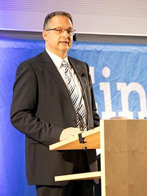 Vorstand Bernhard Hackner von der Raiffeisenbank im Donautal eG