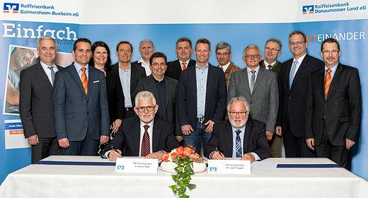 Die Raiffeisenbanken Donaumooser Land eG und Gaimersheim-Buxheim eG schließen Kooperationsvertrag mit dem Ziel der Verschmelzung